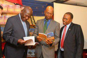 左からMORAN会長(前ケニア第9代副大統領)、 SAFARICOM CEO、MORAN社CEO