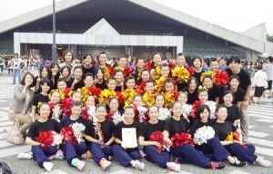 USAスクールアンドカレッジコンペティション2013に出場した「幸福の科学学園中学校・高等学校(那須本校)」チアダンス部「GOLDEN GRIFFINS」のメンバ
