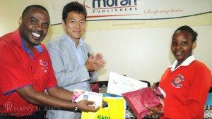 経典寄贈に続いて、ケニアで読書感想文コンクールを実施