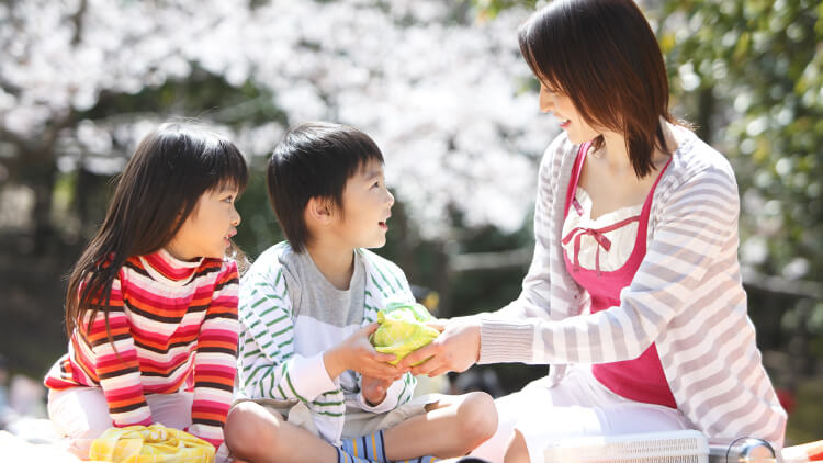 怒らない」「キツイ言葉を出さない」で、子供たちがイキイキした家庭へ【幸福の科学 信仰体験】